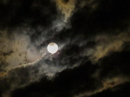 Лунен хороскоп за днес 12 май